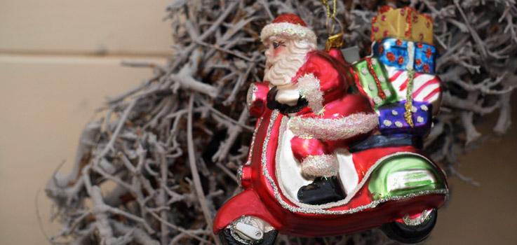 Weihnachtsmarkt, Advent, weihnachtliche Vorfreude, Geschenke, Gluehwein, Punsch, Kekse, Ausstellung, Weihnachtsbaum, Dekoration, Tannengruen, Nikolaus